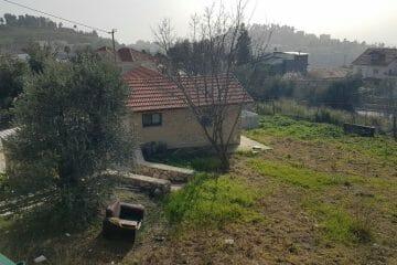 בבירייה – בית כפרי קטן, 2 חדרים, זכויות בניה נוספות, עטוף בירוק, נוף להרי מירון.
