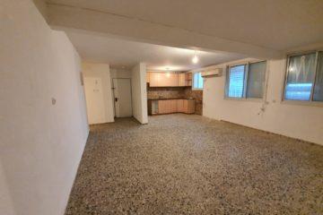 """ברחוב אצ""""ל דירת 6 חדרים (2 דירות מחוברות), משופצת ויפה, מטבח גדול, נוף להרי מירון. מחיר מבוקש: 1,050,000 ש""""ח"""