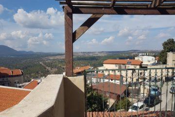 """בעיר העתיקה, בית פרטי, 5,5 חדרים, מרפסות, נוף חניה, אופציה לצימר צמוד. מחיר מבוקש: 5,500 ש""""ח"""