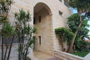 """למכירה בנין בצפת (מחולק) – נכס מניב כ-20,000 ש""""ח לחודש. מחיר מבוקש: 4,200,000 ש""""ח"""